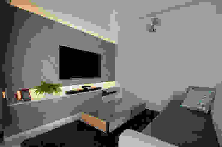 THE SKYWOODS Scandinavian style living room by Eightytwo Pte Ltd Scandinavian Wood Wood effect