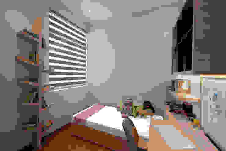 THE SKYWOODS Scandinavian style bedroom by Eightytwo Pte Ltd Scandinavian Wood Wood effect
