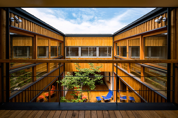 中山大輔建築設計事務所/Nakayama Architects Eclectic style balcony, veranda & terrace