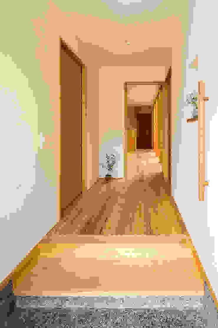 中山大輔建築設計事務所/Nakayama Architects Eclectic style corridor, hallway & stairs