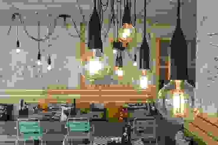 Proyecto Bar-Cafetería: Bares y Clubs de estilo  de Luxiform Iluminación,