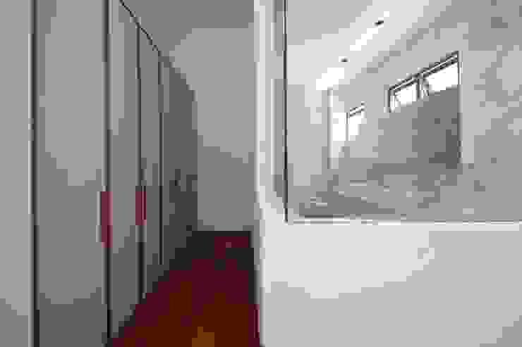 JALAN TANJONG Scandinavian style bedroom by Eightytwo Pte Ltd Scandinavian