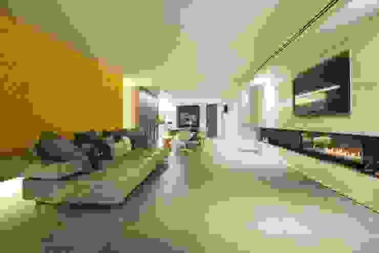 Interior Casa Particular: Comedores de estilo  de Luxiform Iluminación,