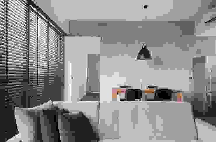 FORESQUE RESIDENCES Scandinavian style bedroom by Eightytwo Pte Ltd Scandinavian