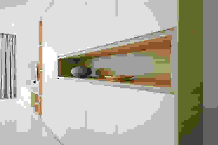SKY HABITAT Scandinavian style corridor, hallway& stairs by Eightytwo Scandinavian Wood Wood effect