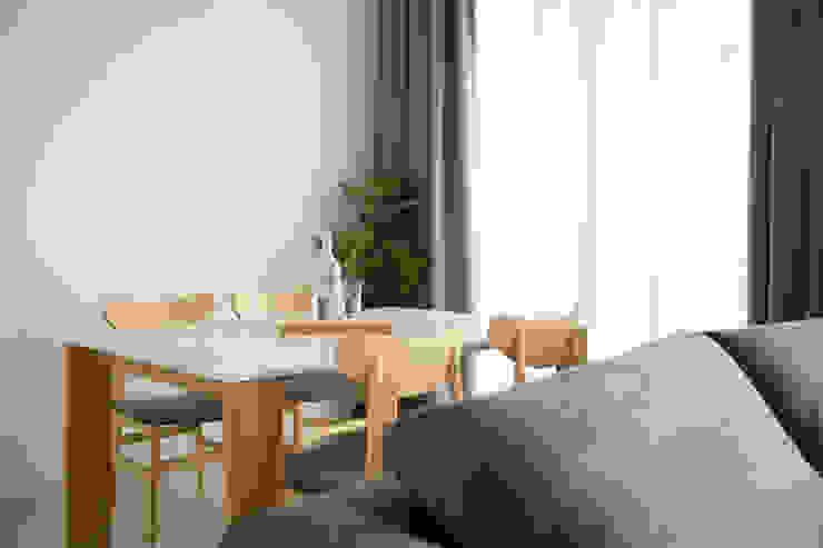 SKY HABITAT Scandinavian style dining room by Eightytwo Scandinavian