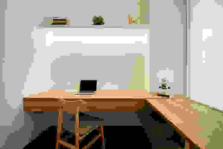 SKY HABITAT Scandinavian style study/office by Eightytwo Scandinavian Wood Wood effect