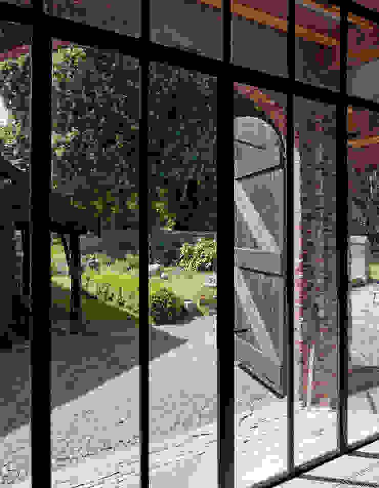 Restauratie boerderij Hengstmere Landelijke ramen & deuren van ODM architecten - erfgoed & architectuur Landelijk