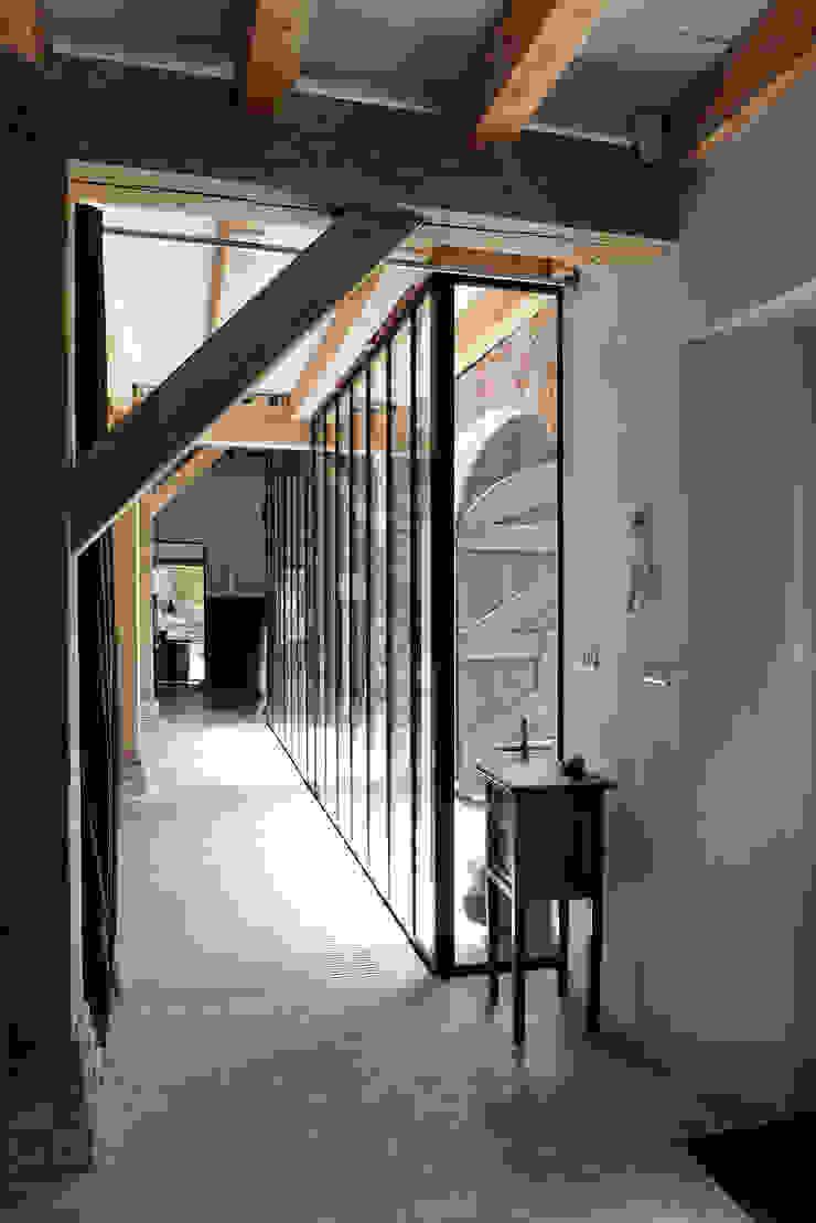 Restauratie boerderij Hengstmere Landelijke gangen, hallen & trappenhuizen van ODM architecten - erfgoed & architectuur Landelijk