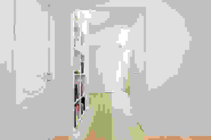 Коридор, прихожая и лестница в средиземноморском стиле от VITAE STUDIO - architettura Средиземноморский