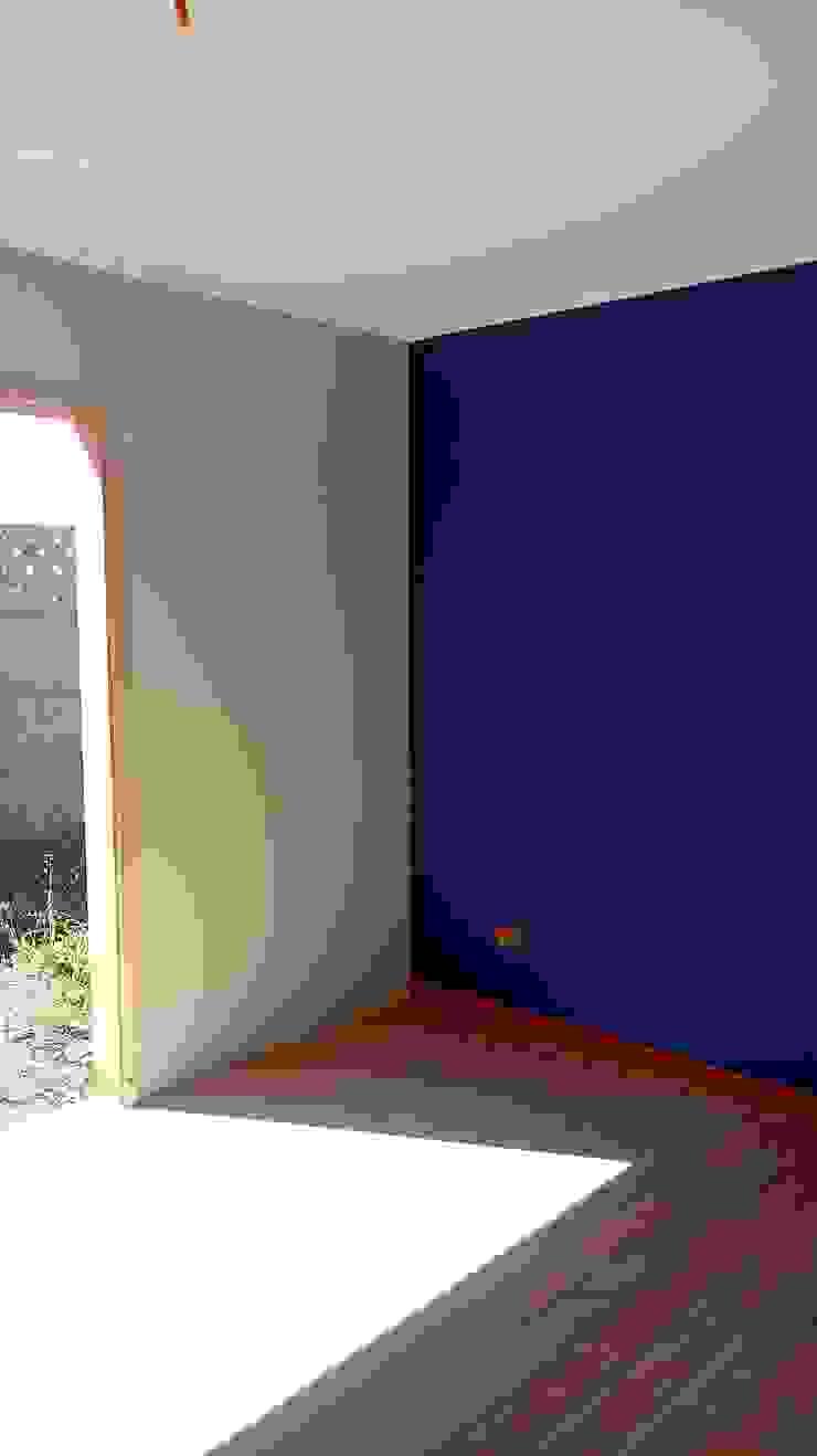 Casa 74 m2 en paneles SIP Dormitorios de estilo rústico de Casas E Haus Rústico