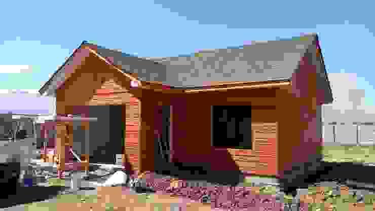 Casa 74 m2 en paneles SIP Casas de estilo rústico de Casas E Haus Rústico