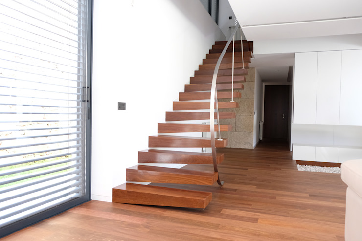Escada interior por PERCENTAGEM PLURAL Minimalista