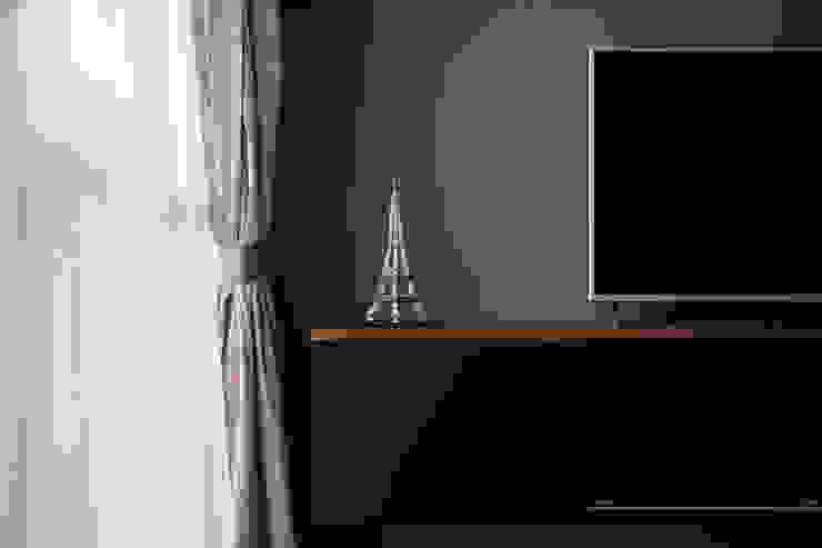 THE GREENWICH Scandinavian style living room by Eightytwo Pte Ltd Scandinavian