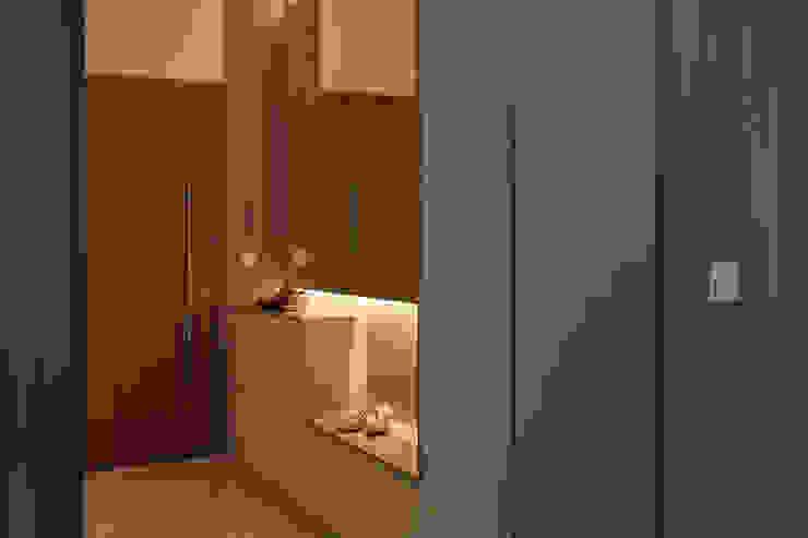 THE GREENWICH Scandinavian style corridor, hallway& stairs by Eightytwo Pte Ltd Scandinavian Wood Wood effect