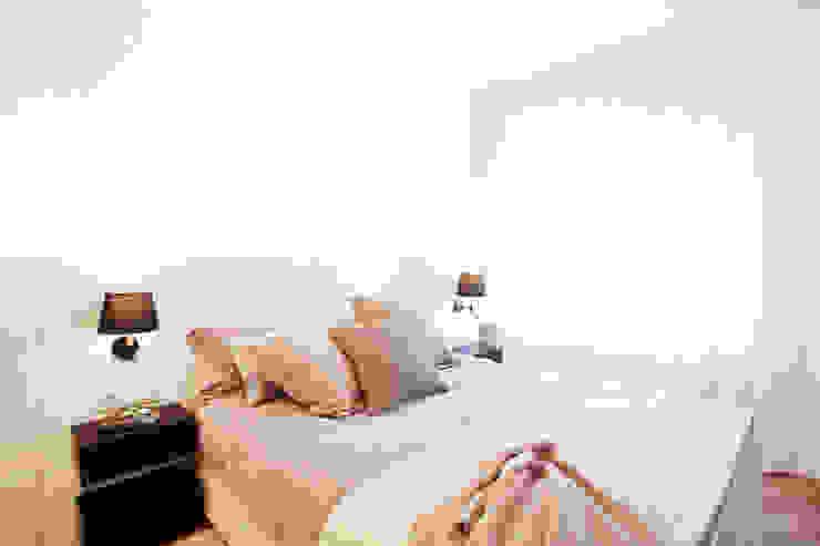 Phòng ngủ phong cách hiện đại bởi Laia Ubia Studio Hiện đại