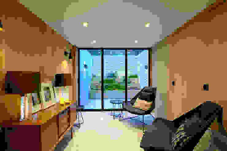 Gibson Square IQ Glass UK Modern style doors