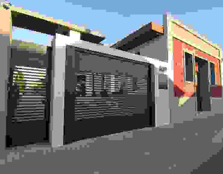 Fachada Garagem por Juliana Agner Arquitetura e Interiores Moderno