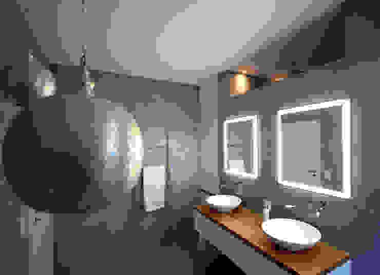 Badmöbel weiß matt mit Eiche Massivholz homify Moderne Badezimmer