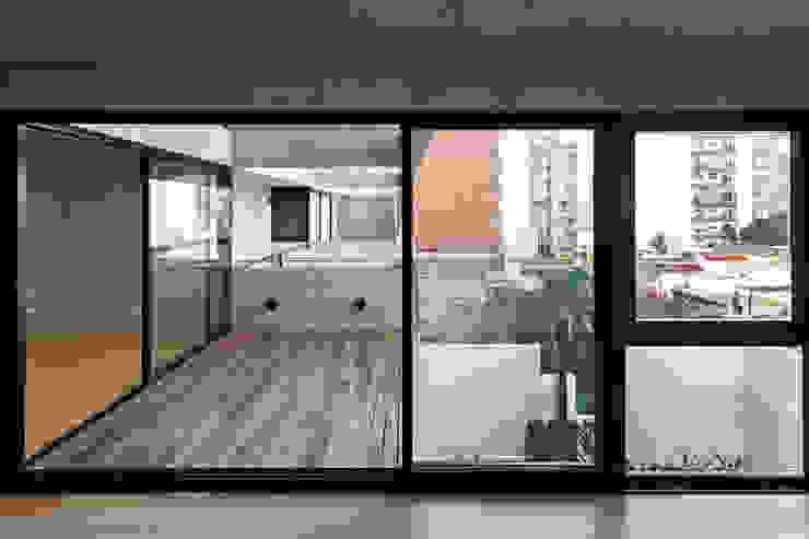 ATV Arquitectos Balcones y terrazas de estilo moderno