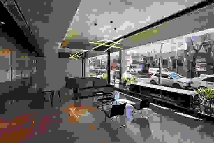ATV Arquitectos Salones de estilo moderno