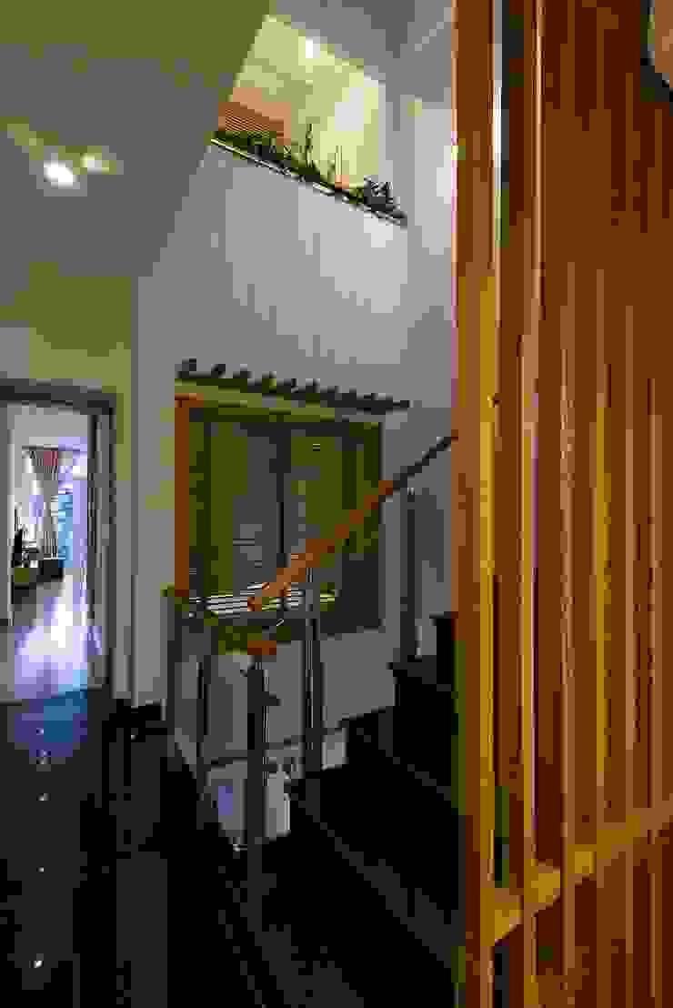 Hành lang Hành lang, sảnh & cầu thang phong cách hiện đại bởi Công ty TNHH Xây Dựng TM – DV Song Phát Hiện đại