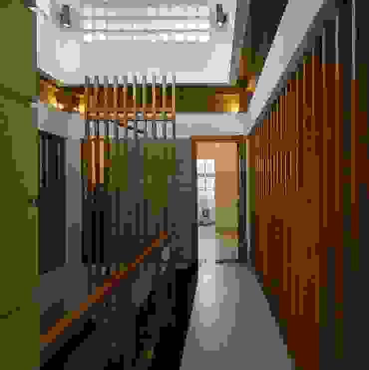 Giếng trời Hành lang, sảnh & cầu thang phong cách hiện đại bởi Công ty TNHH Xây Dựng TM – DV Song Phát Hiện đại