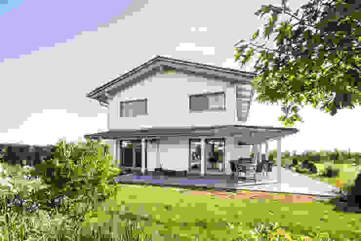 Ausgefallene Stadtvilla mit mediterranem Flair von wir leben haus - Bauunternehmen in Bayern Modern