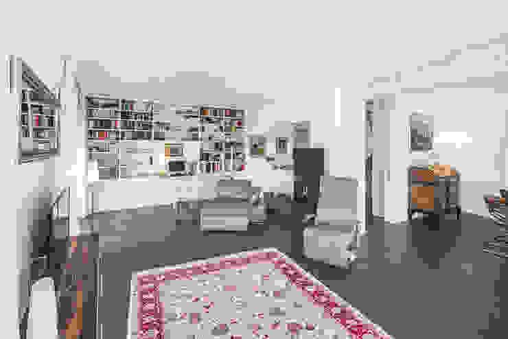 Ausgefallene Stadtvilla mit mediterranem Flair Moderne Wohnzimmer von wir leben haus - Bauunternehmen in Bayern Modern