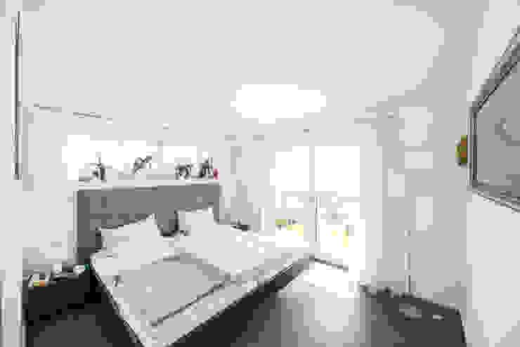 Ausgefallene Stadtvilla mit mediterranem Flair Moderne Schlafzimmer von wir leben haus - Bauunternehmen in Bayern Modern