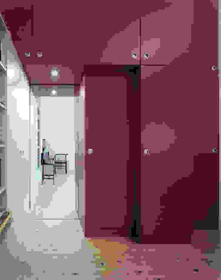 Herenhuis renovatie Moderne kleedkamers van Bergblick interieurarchitectuur Modern