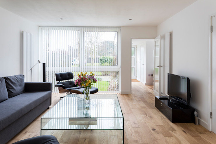 House Refurbishment, Weybridge, London モダンデザインの リビング の Model Projects Ltd モダン