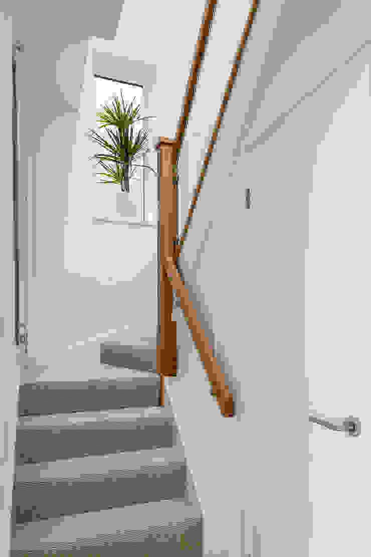 House Refurbishment, Weybridge, London の Model Projects Ltd モダン