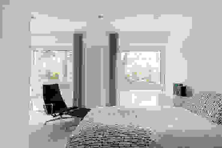 House Refurbishment, Weybridge, London by Model Projects Ltd Сучасний