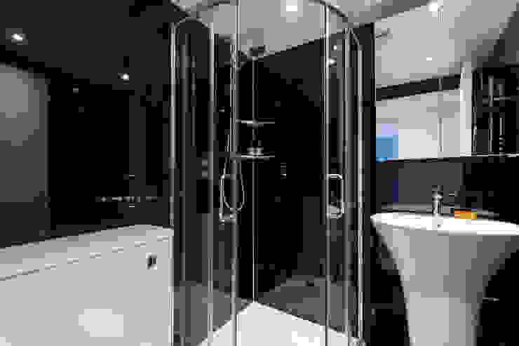 House Refurbishment, Weybridge, London モダンスタイルの お風呂 の Model Projects Ltd モダン