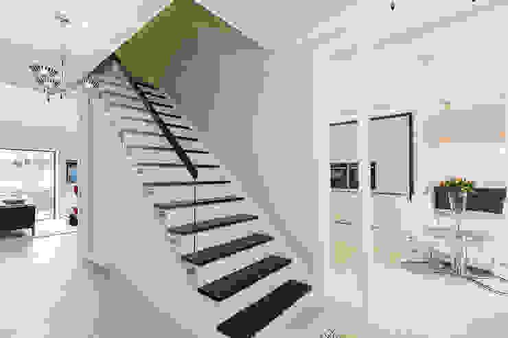 Thames Ditton House Refurbishment by Model Projects Ltd Сучасний Скло