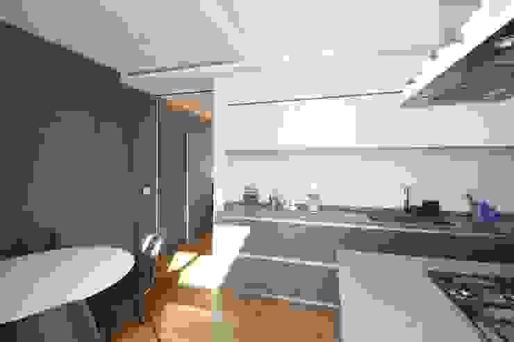 APPARTAMENTO A PALERMO – 2017 Cucina moderna di Giuseppe Rappa & Angelo M. Castiglione Moderno