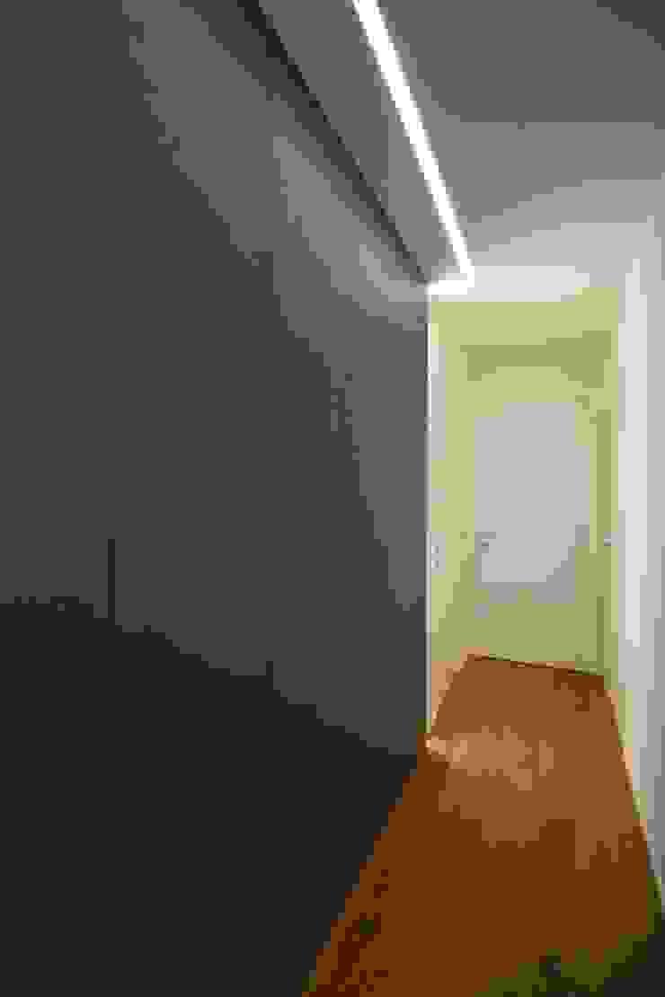Couloir, entrée, escaliers modernes par Giuseppe Rappa & Angelo M. Castiglione Moderne