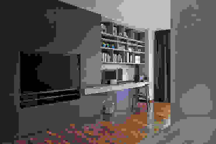Ruang Studi/Kantor Modern Oleh Eightytwo Pte Ltd Modern