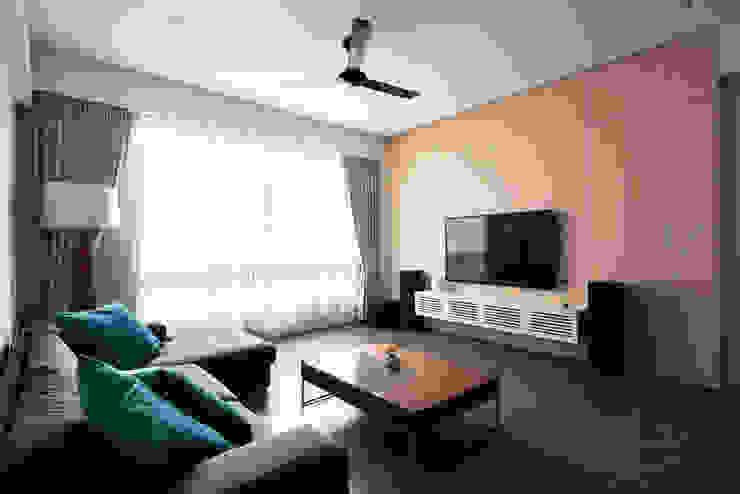 EASTWOOD GREEN Scandinavian style living room by Eightytwo Pte Ltd Scandinavian