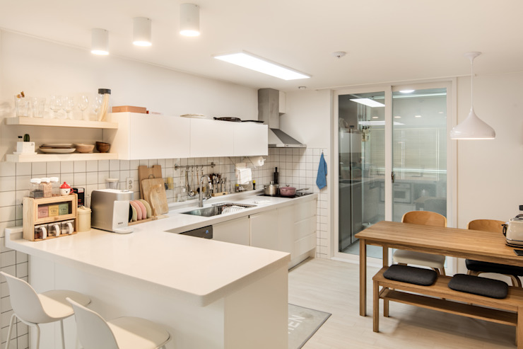 Minimalist kitchen by 봄디자인 Minimalist