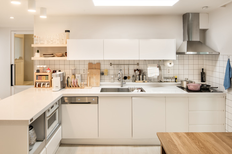 Cozinhas minimalistas por 봄디자인 Minimalista