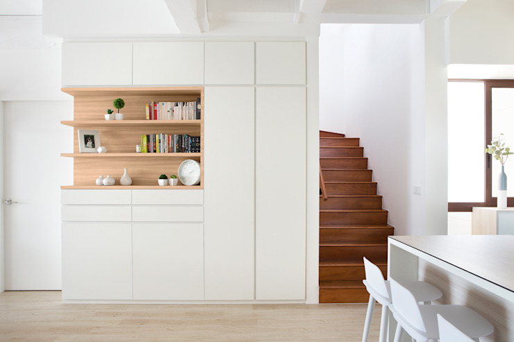 homify Cầu thang White