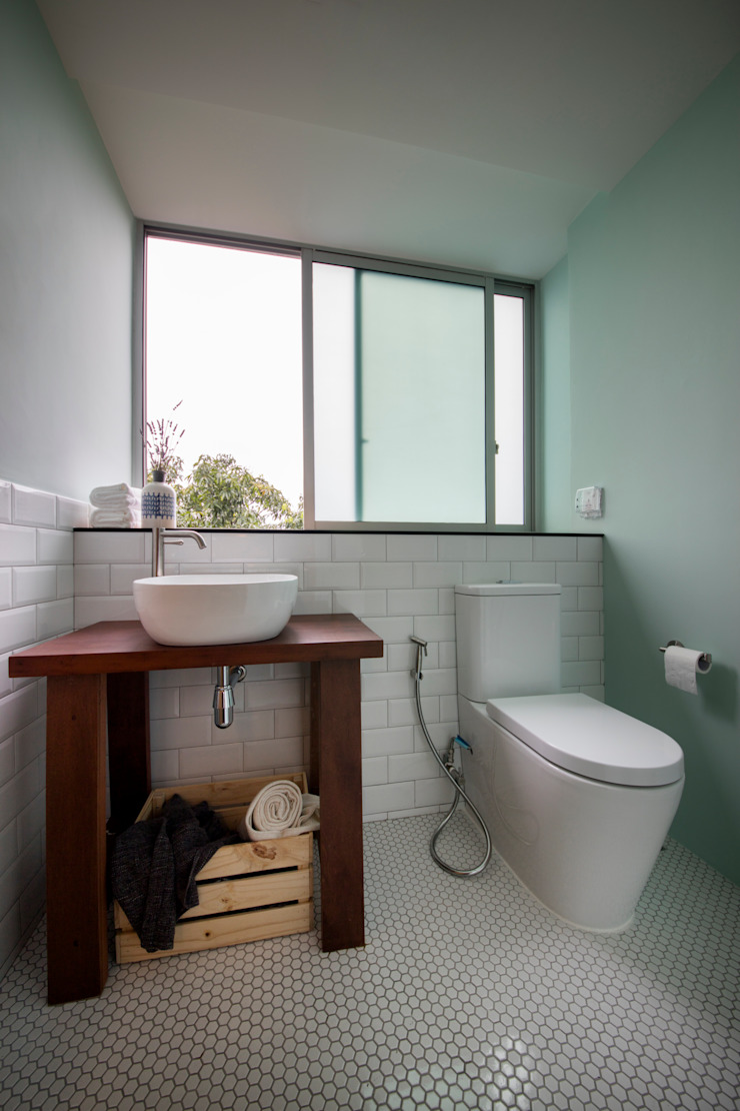 THE STELLAR Scandinavian style bathroom by Eightytwo Pte Ltd Scandinavian