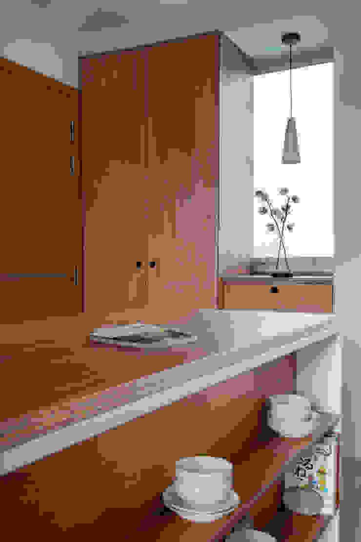 THE STELLAR Scandinavian style dining room by Eightytwo Pte Ltd Scandinavian
