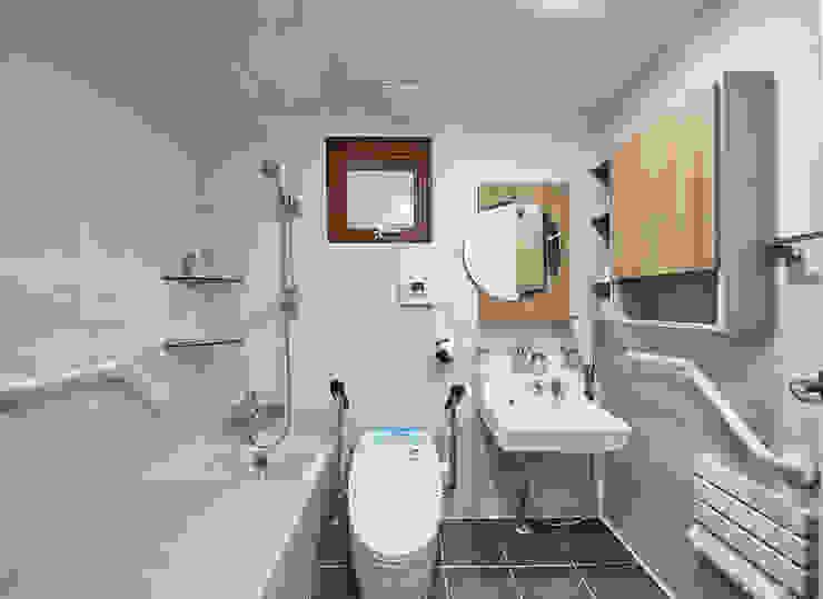 Asian style bathrooms by 주식회사 착한공간연구소 Asian