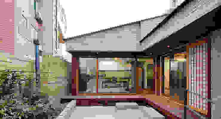 제기동 미니멀 한옥 아시아스타일 주택 by 주식회사 착한공간연구소 한옥