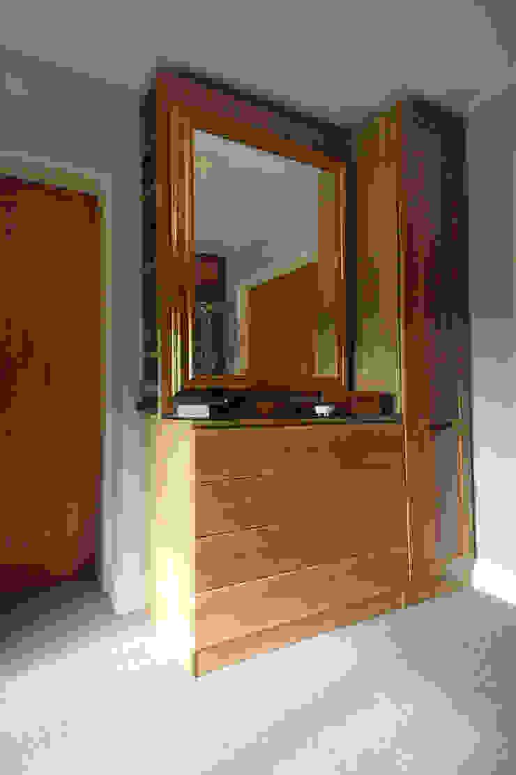 Wallingford - Oak Dressing Room Vestidores y placares rurales de cu_cucine Rural