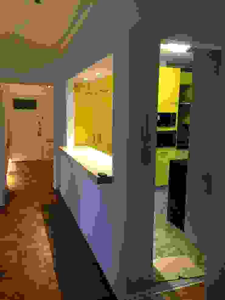 Cocina Remodelación Depto Sta Maria PICHARA + RIOS arquitectos Cocinas equipadas Derivados de madera Amarillo