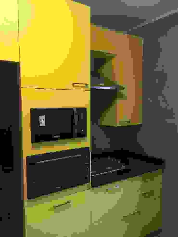 Mural cocina PICHARA + RIOS arquitectos Muebles de cocinas Derivados de madera Amarillo